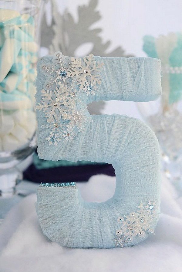 DIY Tulle Wrapped Letter. Make these beautiful tulle wrapped letters for a disney frozen themed party!