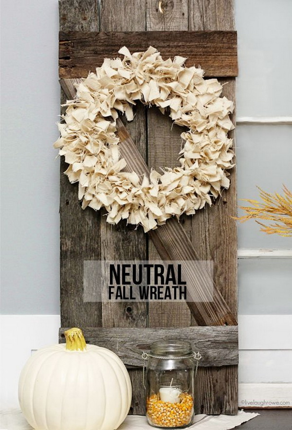 Neutral Burlap Fall Wreath. Create a beautiful wreath with small pieces of burlap for the front door or inside your home decor. It must bring a bit of rustic charm and elegance to your home décor.