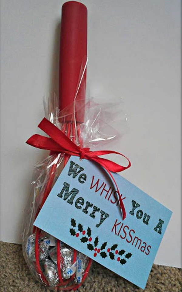 Sweet KISS Christmas Gifts with Free Printable. Quick and Inexpensive Christmas Gift Ideas for Neighbors