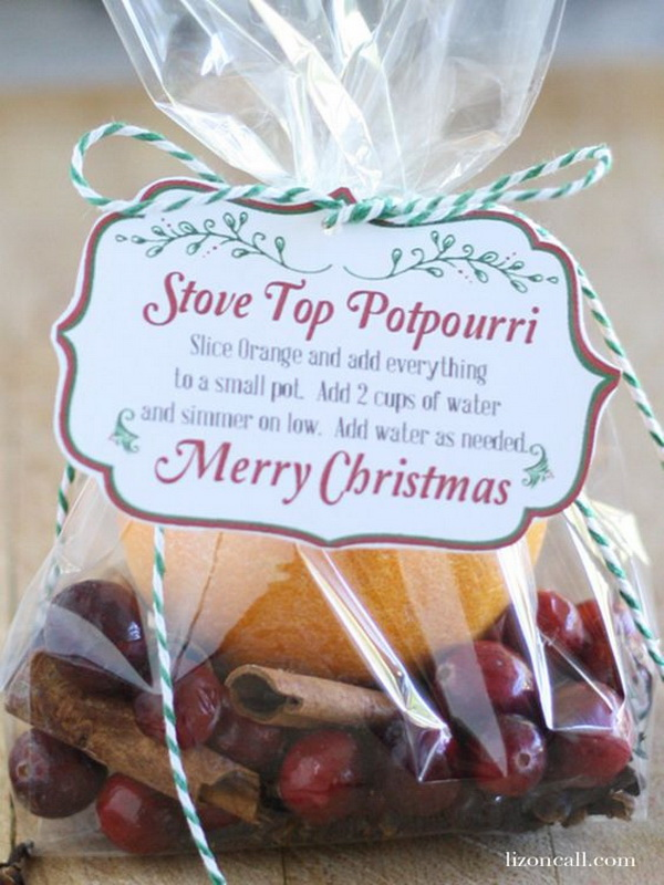 Stove Top Potpourri Recipe With Printable. Quick and Inexpensive Christmas Gift Ideas for Neighbors