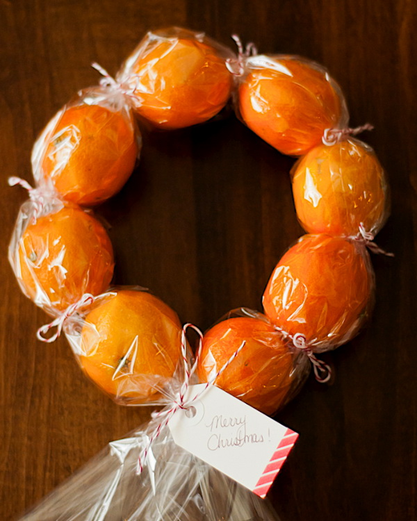 DIY Clementine Wreaths. Quick and Inexpensive Christmas Gift Ideas for Neighbors