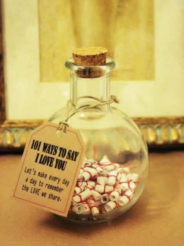 Cute Jar with 101 Ways to Say I Love You Inside. Love this super sweet and neat idea to give gifts to your boyfriend or husband in a romantic way!