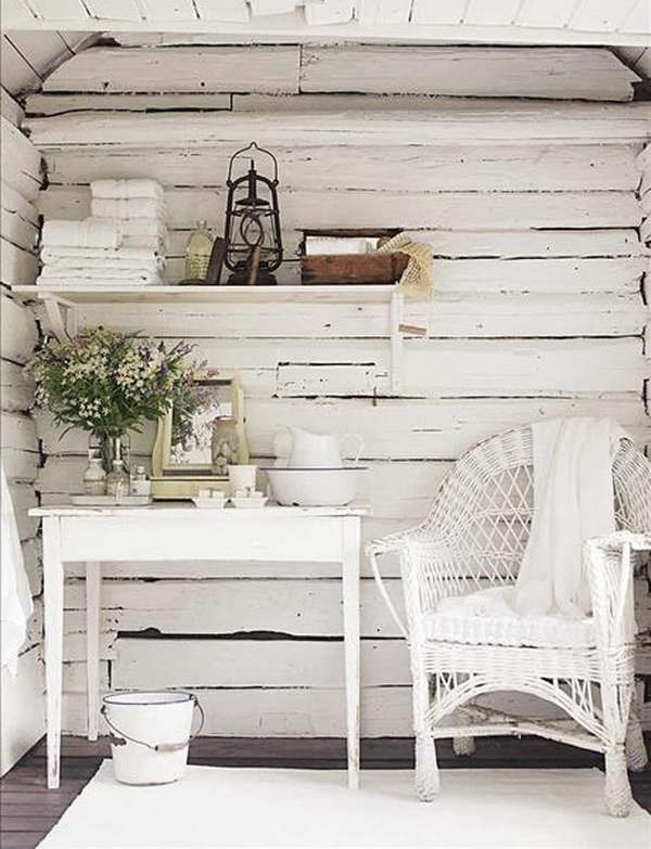 Pallets walls with shabby chic looking.