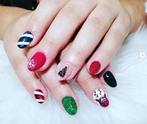 35+ Gorgeous Christmas Nail Designs.