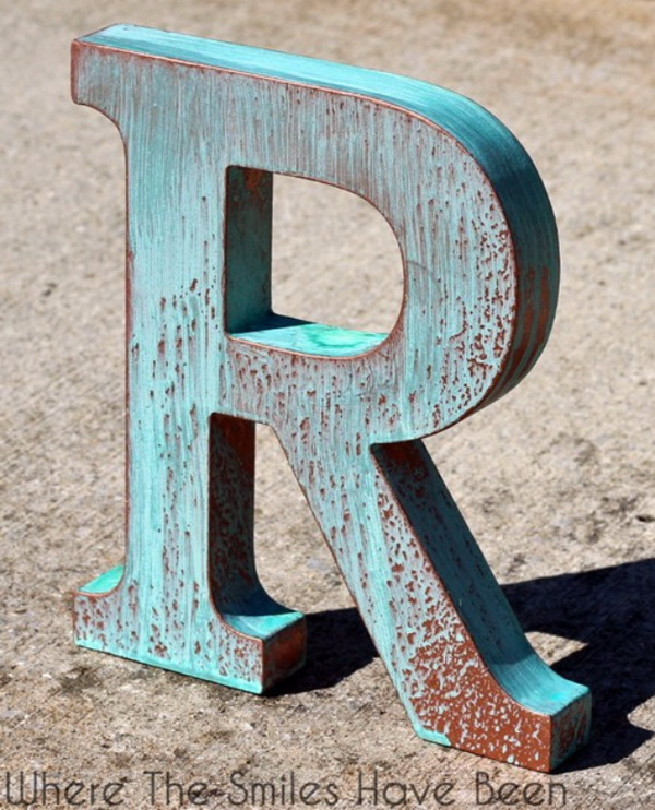 DIY Faux Copper Letter Aged with Blue Patina. Totally bring a touch of shabby chic charm to the decor with this DIY letter project!