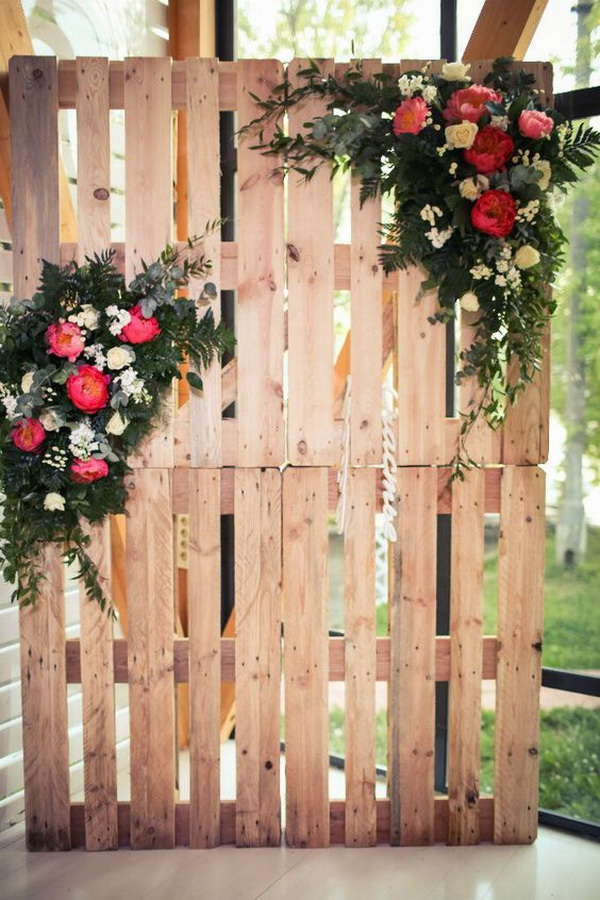 Botanic Wedding Photo Booth Made with Pallets and Flowers.