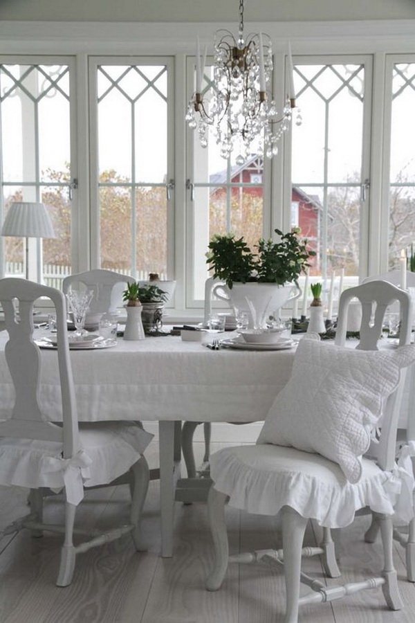 Love all the white shabby chic look!