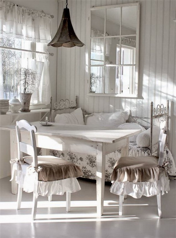 Totally farmhouse chic dinning area with clean and elegant look.