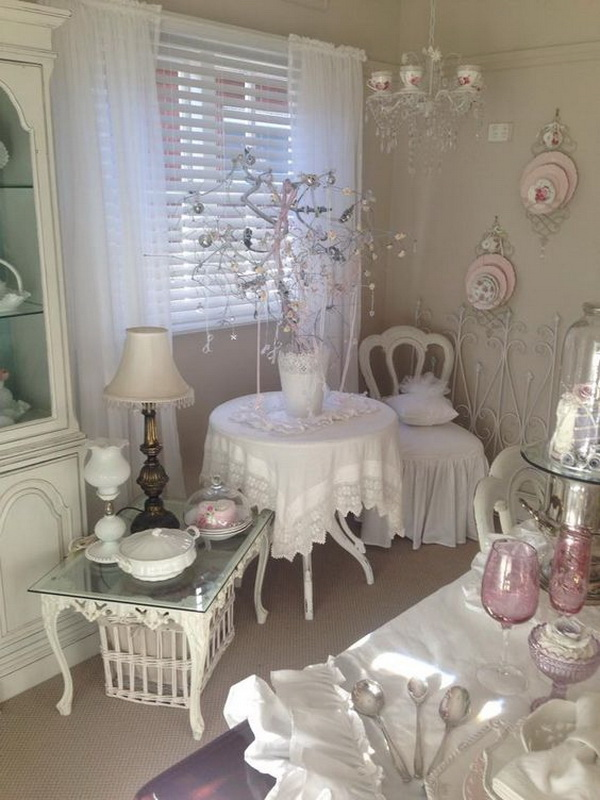Small shabby chic dinning room.