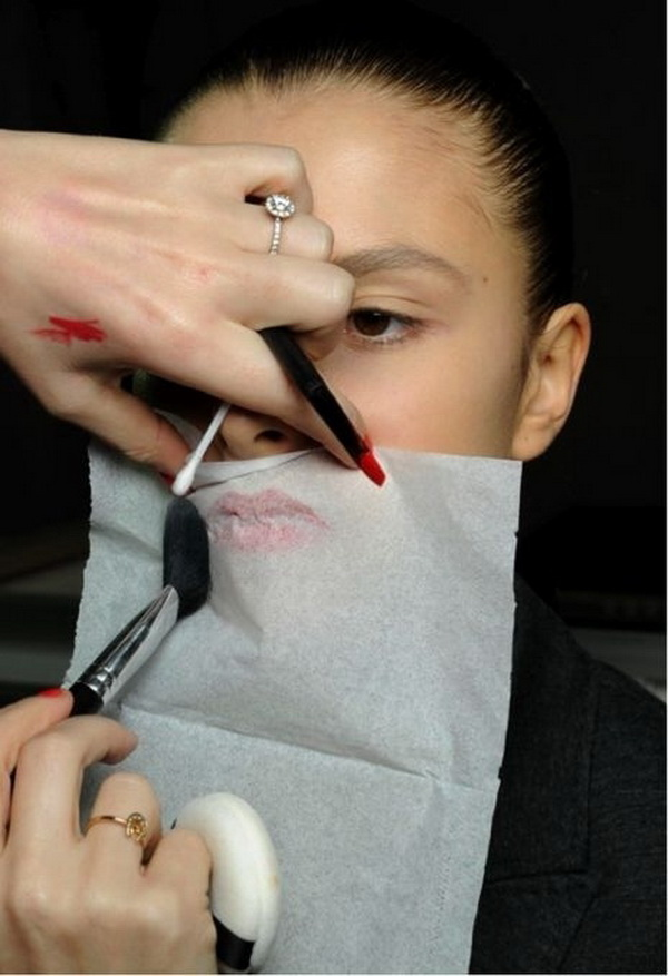 Set Your Lipstick Last Longer with Tissue Paper and Translucent Powder.