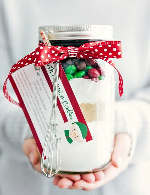 Christmas Neighbor Gift Ideas: Christmas Mason Jar Desserts.